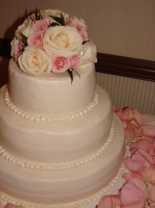 Ivory rose and light pink spray rose topper